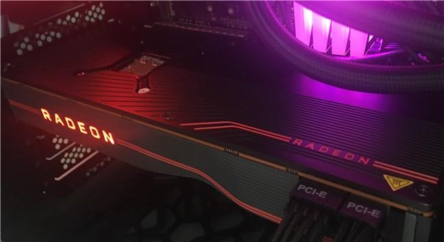 AMD Radeon RX 5700 XT este o placă video mare
