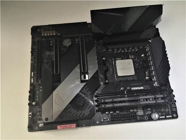 AMD Ryzen 5 3600X pe placa de bază ASUS ROG Crosshair VIII Hero