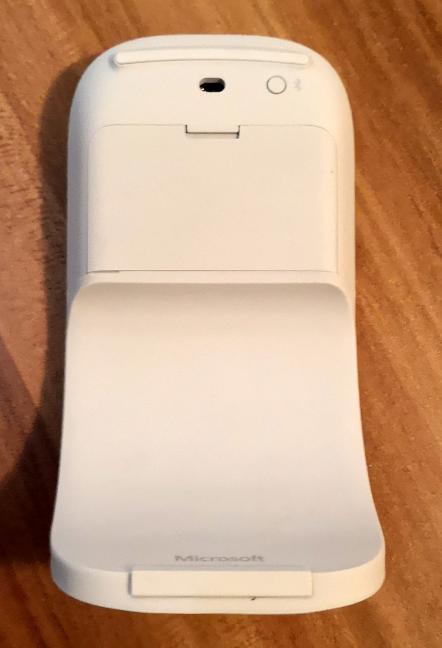 Coada care se îndoaie a Microsoft Arc Mouse