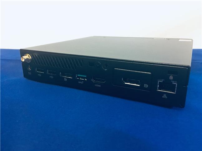 Porturi disponibile pe spatele lui ASUS Mini PC PB60G