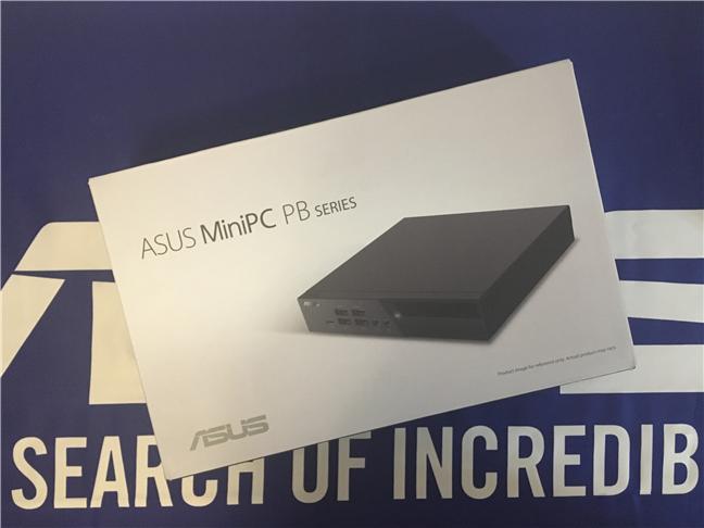 Cutia în care este ambalat ASUS Mini PC PB60G