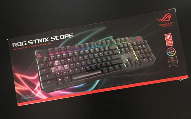 Ambalajul tastaturii ASUS ROG Strix Scope