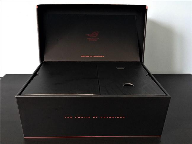 Deschiderea cutiei sursei ASUS ROG Thor 850W Platinum