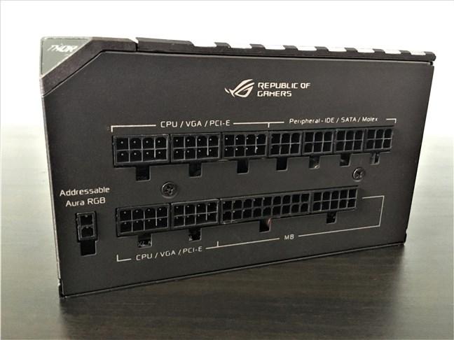 Porturile pentru cabluri de pe sursa ASUS ROG Thor 850W Platinum PSU