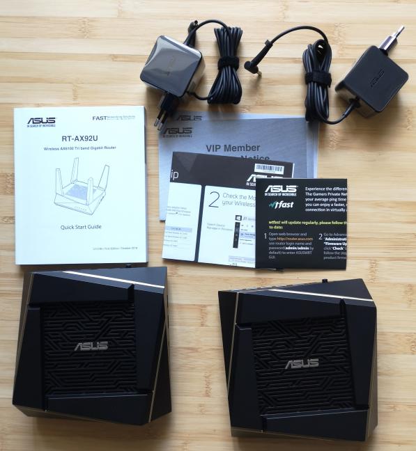 ASUS RT-AX92U - ce găsești în cutie