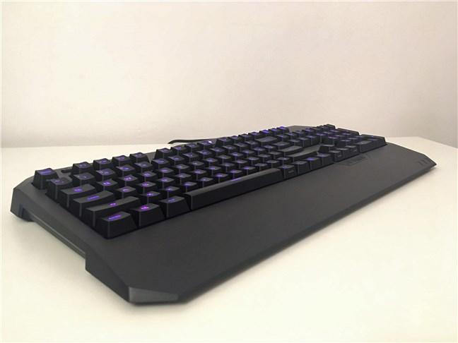 Vedere din perspectivă a tastaturii ASUS TUF Gaming K5