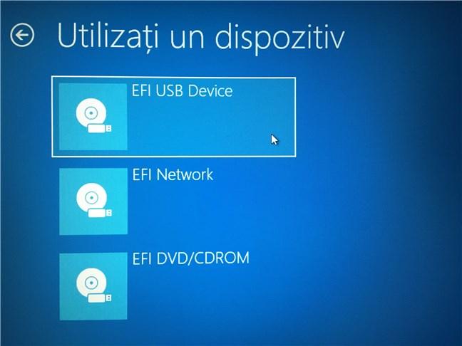 Selectarea unității de stocare flash USB de pe care PC-ul ar trebui să pornească