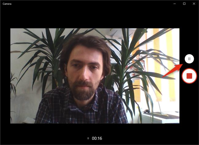 Întreruperea și continuarea înregistrării video în aplicația Cameră din Windows 10