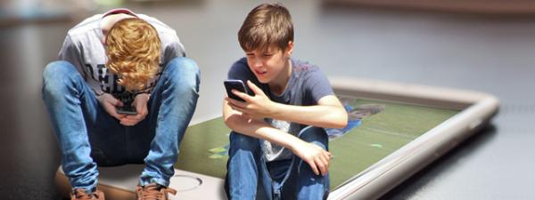 Copii cu telefon