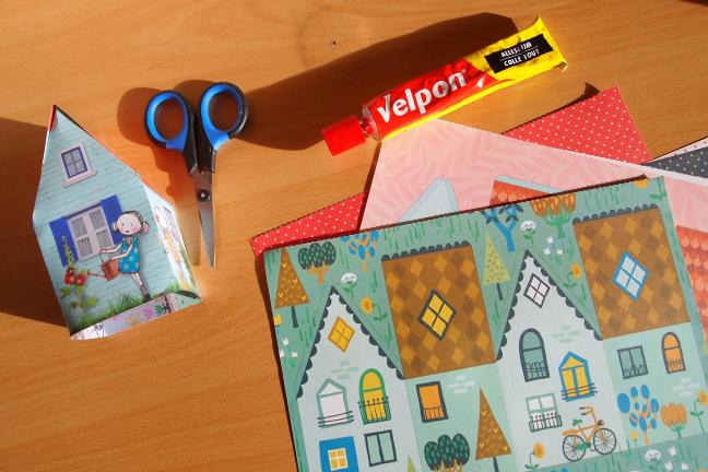 Tăiere și lipire folosind hârtie și foarfece
