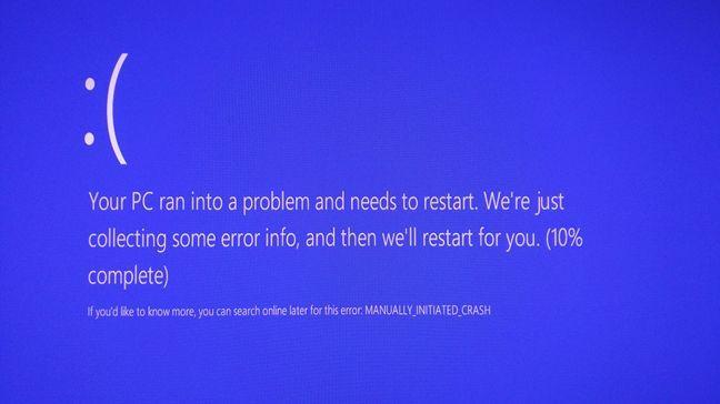 BSOD, Blue Screen of Death, Ecran albastru, Windows, declanseaza, manual