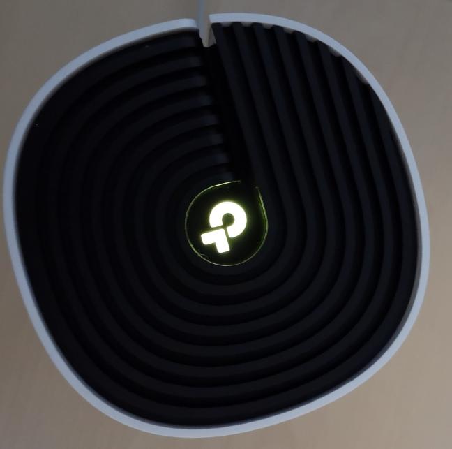 Grilele de ventilație de pe TP-Link Deco M4