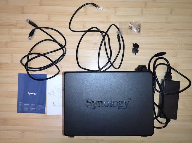 Synology DiskStation DS418 - ce găsești în cutie