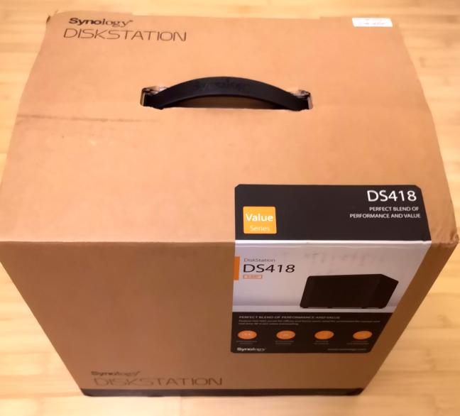 Pachetul în care vine Synology DiskStation DS418