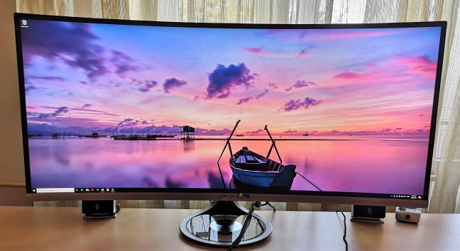 ASUS Designo Curve MX38VC - un monitor curbat ultra-lat cu panou IPS