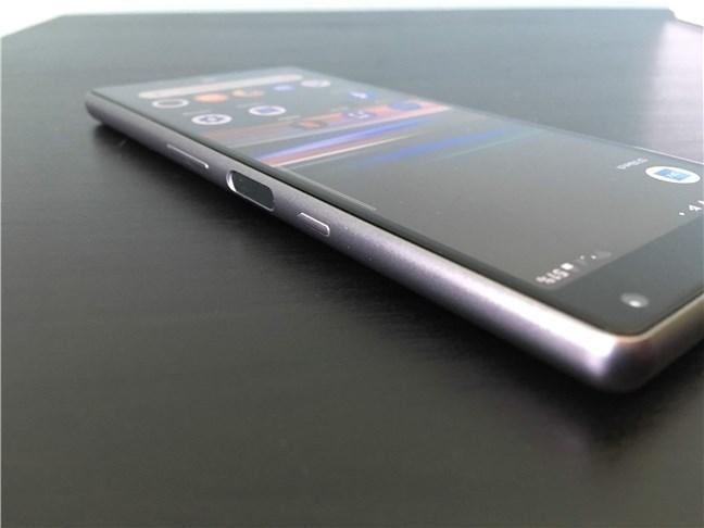 Butonul de pornire, cititorul de amprente și butoanele de volum de pe Sony Xperia 10