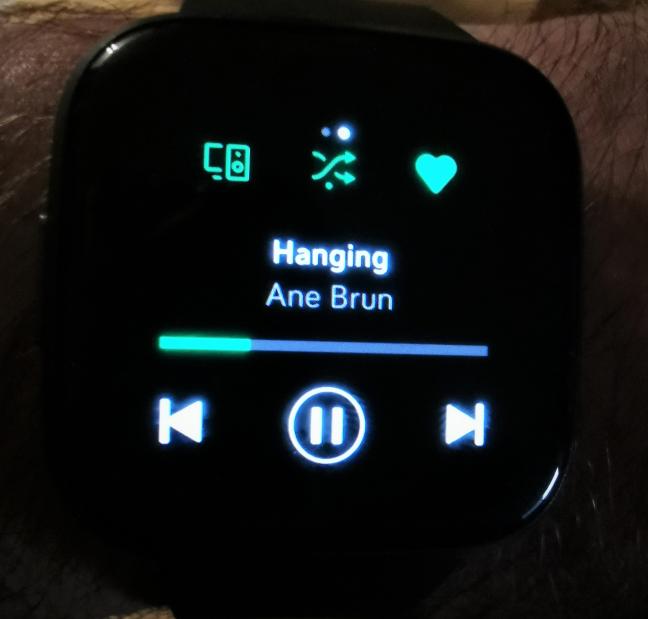 Fitbit Versa 2 - Aplicația Spotify este mai degrabă o telecomandă