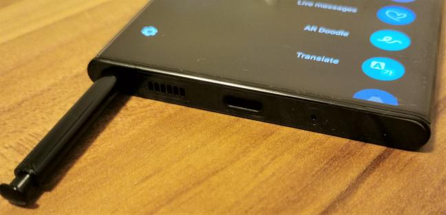 S Pen este ascuns înăuntrul Samsung Galaxy Note20 Ultra 5G
