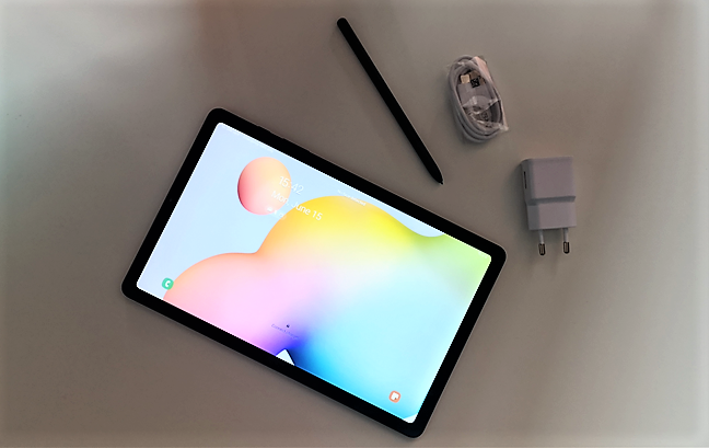 Tableta Samsung Galaxy Tab S6 Lite, împreună cu încărcătorul și creionul S Pen