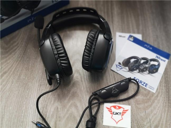Trust GXT 488 Forze PS4: Ce găsești în cutie