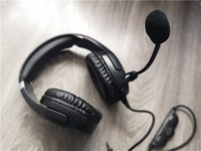 Trust GXT 488 Forze PS4 cu microfonul activat