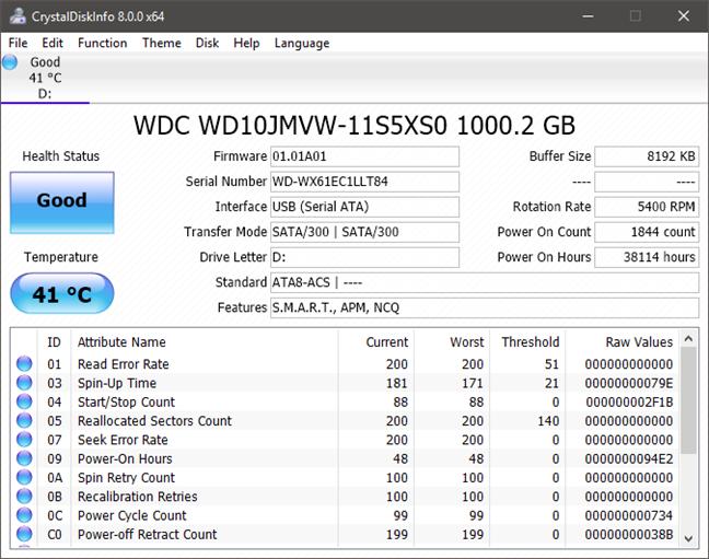 CrystalDiskInfo afișează detalii despre HDD