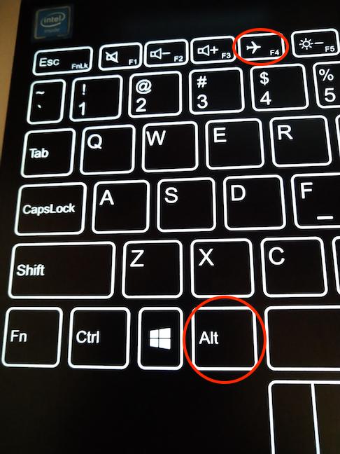 Apasă simultan tastele Alt și F4 pentru a închide aplicația