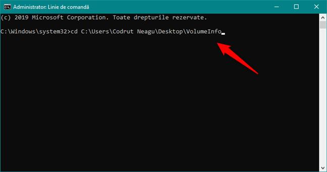 Utilizarea comenzii CD pentru a naviga la locația fișierului volumeinfo.exe