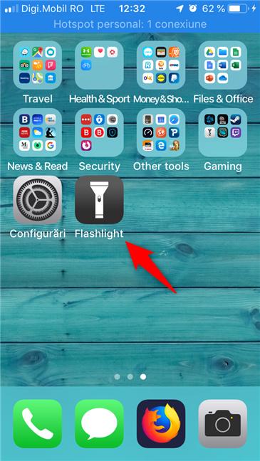 Aplicația Flashlight este instalată și disponibilă pe ecranul principal al unui iPhone