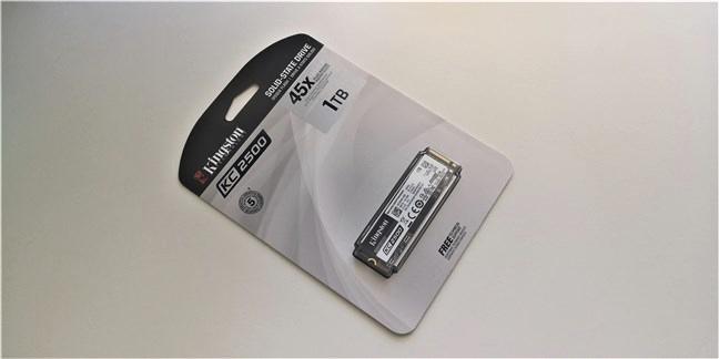 Pachetul SSD-ului Kingston KC2500 1 TB M.2 NVMe PCIe