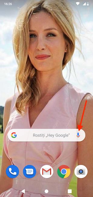 Apasă pe microfon pentru a activa Asistentul Google