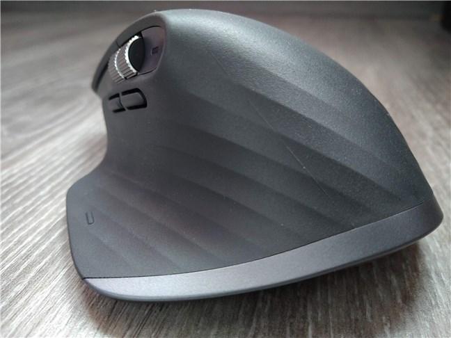 Spatele mouse-ului Logitech MX Master 3