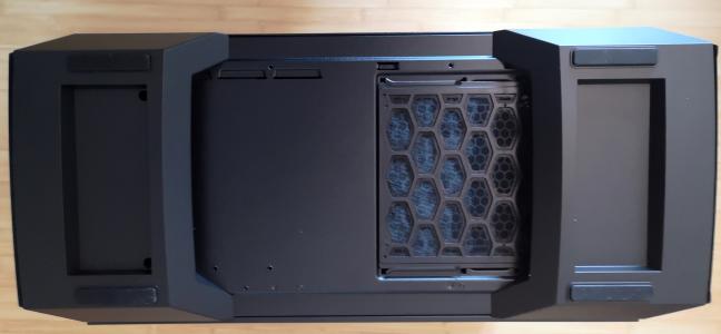 Partea dorsală a Cooler Master MasterCase MC600P