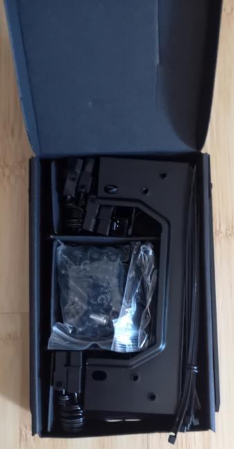 Cutia cu accesorii pentru Cooler Master MasterCase MC600P