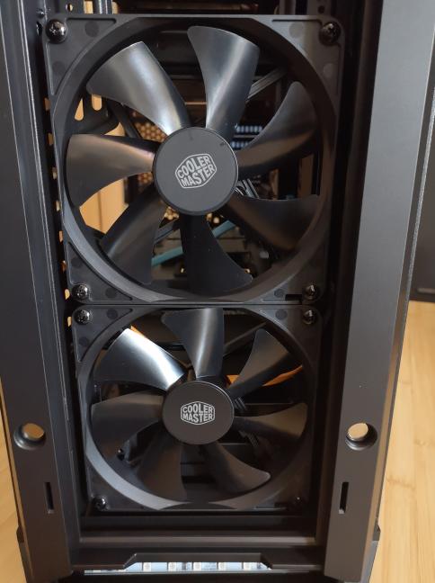 Ventilatoarele din partea frontală a Cooler Master MasterCase MC600P