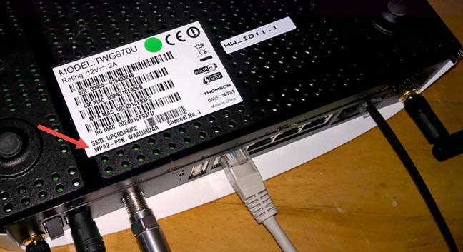 Parola pentru WiFi, pe spatele unui router de la UPC