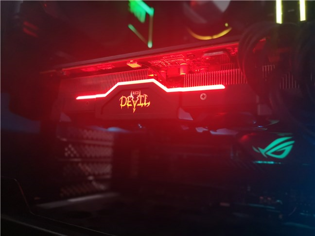 Lumini RGB pe PowerColor Radeon RX 5600 XT Red Devil