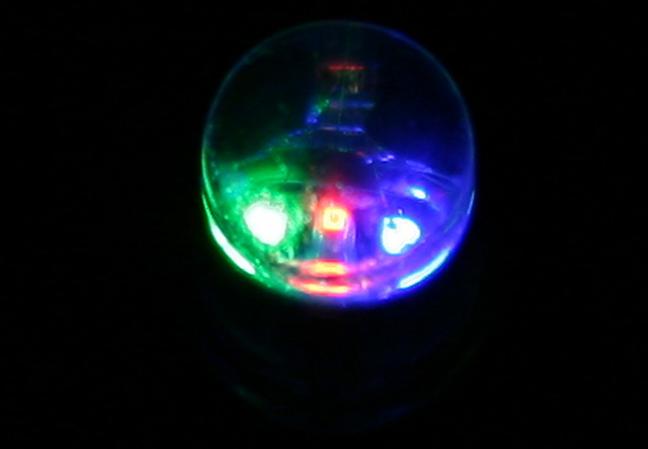Un led RGB mărit, imagine preluată de pe Wikipedia