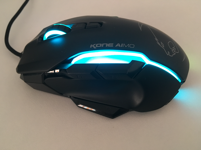 Butoanele laterale de pe mouse-ul ROCCAT Kone AIMO