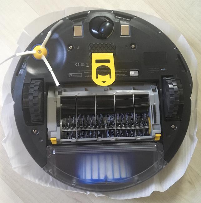 Partea inferioară a lui iRobot Roomba 605