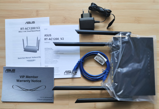 ASUS RT-AC1200 V2 - Ce găsești în cutie
