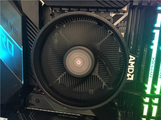 Coolerul Wraith Stealth inclus cu AMD Ryzen 5 3600