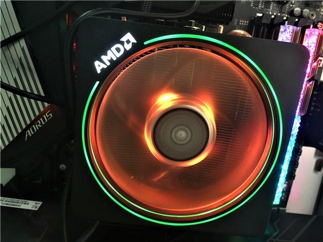 Cooler-ul Wraith Prism cu RGB LED inclus cu AMD Ryzen 7 3700X
