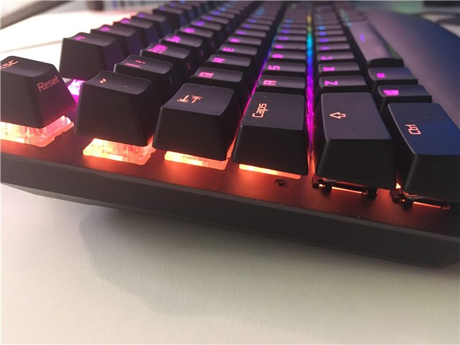 ASUS ROG Strix Scope TKL Deluxe are taste ce fac vizibile comutatoarele