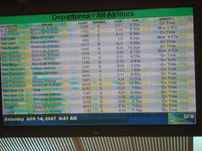 Efect burn-in pe un ecran dintr-un aeroport