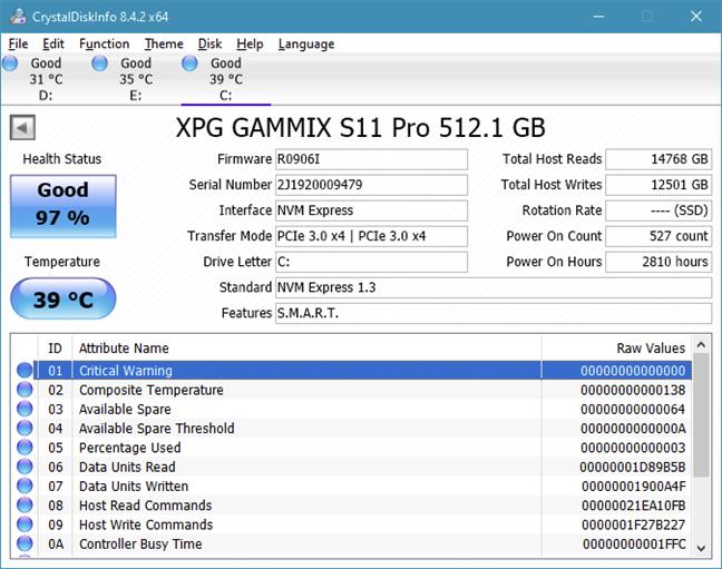 CrystalDiskInfo afișează informații detaliate folosind SMART