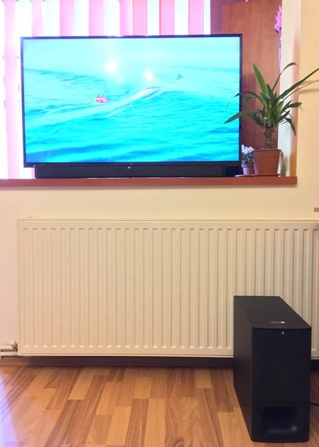 Bara de sunet Sony HT-S350 montată pe un televizor