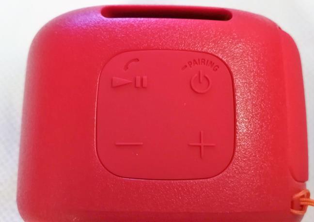 Butoanele de control de pe Sony SRS-XB01