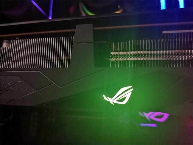 Zona cu leduri RGB de pe ASUS ROG Strix Radeon RX 5500 XT