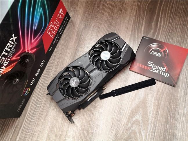 Ce găsești în interiorul cutiei lui ASUS ROG Strix Radeon RX 5500 XT